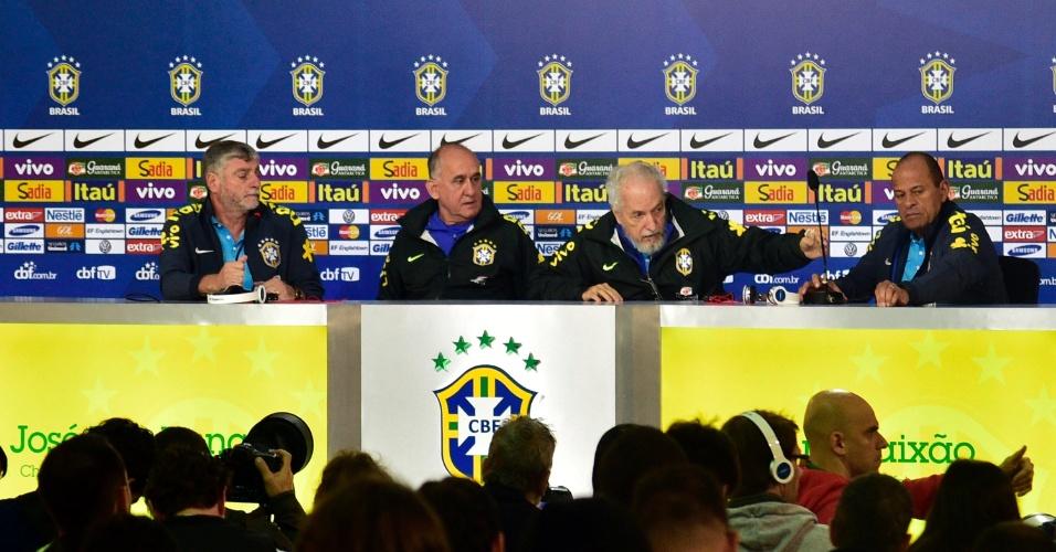 Médicos da seleção brasileira falam com a imprensa sobre os aspectos clínicos e físicos dos jogadores