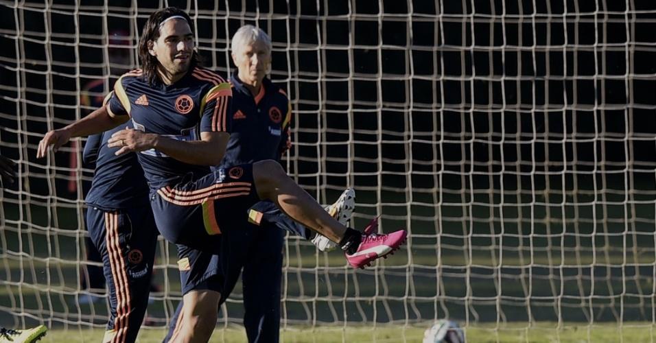 Pekerman observa Falcao Garcia em treinamento da Colômbia, na Argentina