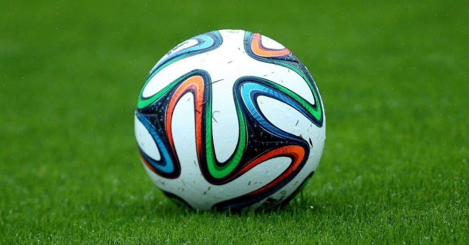 28.mai.2014 - Seleção brasileira já treina com a bola Brazuca na Granja Comary