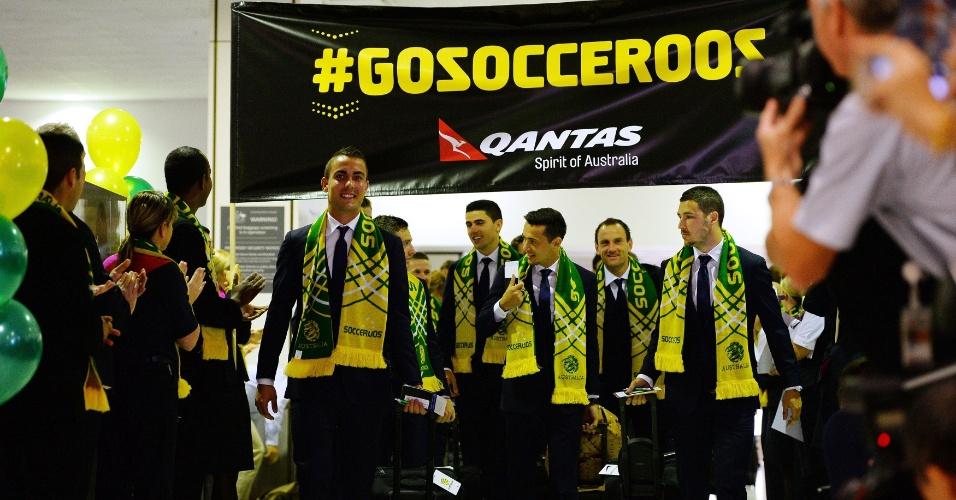 Seleção da Austrália embarca para o Brasil com festa no aeroporto