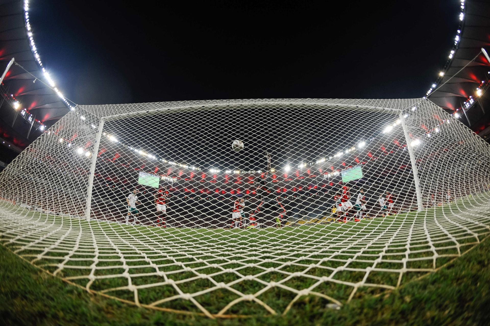 Visão atrás do gol no Maracanã