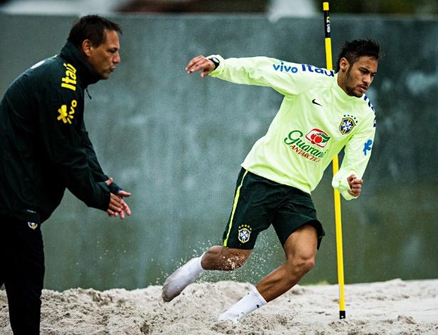 29.05.14 - Neymar faz exercício físico na concentração da seleção em Teresópolis