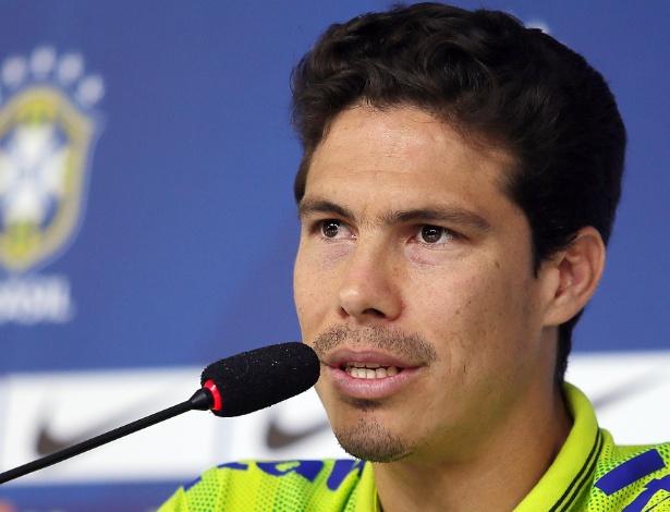 29.05.14 - Volante Hernanes durante entrevista coletiva da seleção nesta quinta-feira