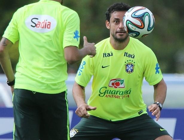 Fred participa de treino da seleção