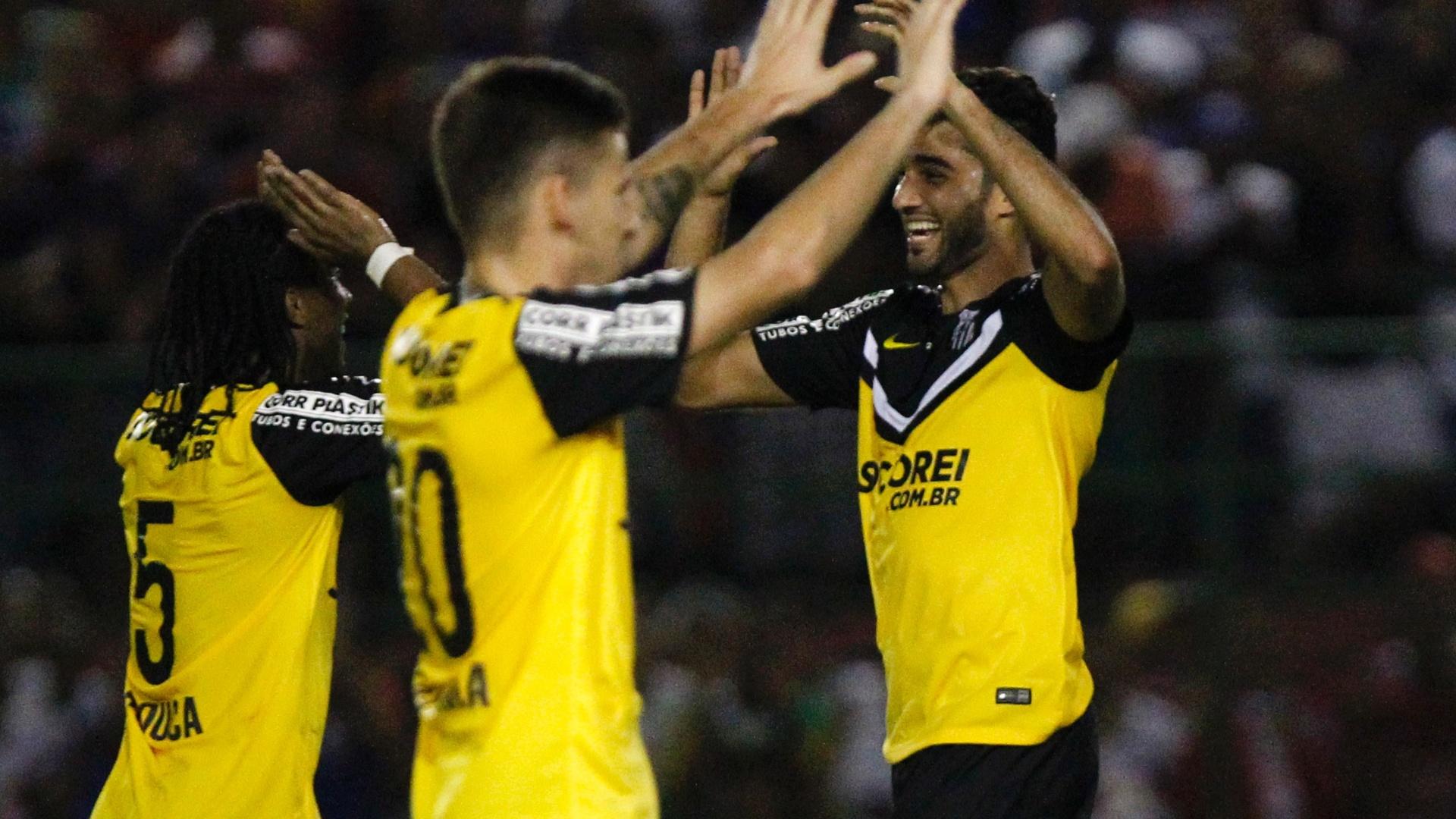 Alan Santos comemora gol do Santos contra o Bahia pelo Campeonato Brasileiro
