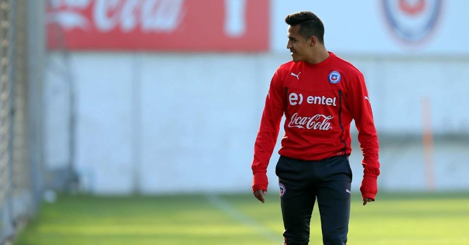 Atacante do Chile Alexis Sanchez durante aquecimento em treino para a Copa do Mundo, em Santiago