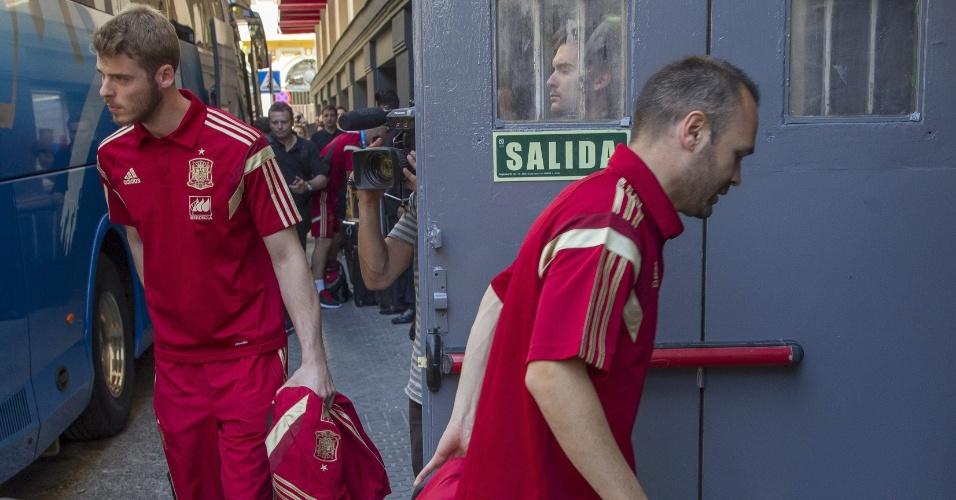 David De Gea e Andrés Iniesta chegam em hotel em Sevilla, onde no dia seguinte a seleção espanhola enfrenta a Bolívia