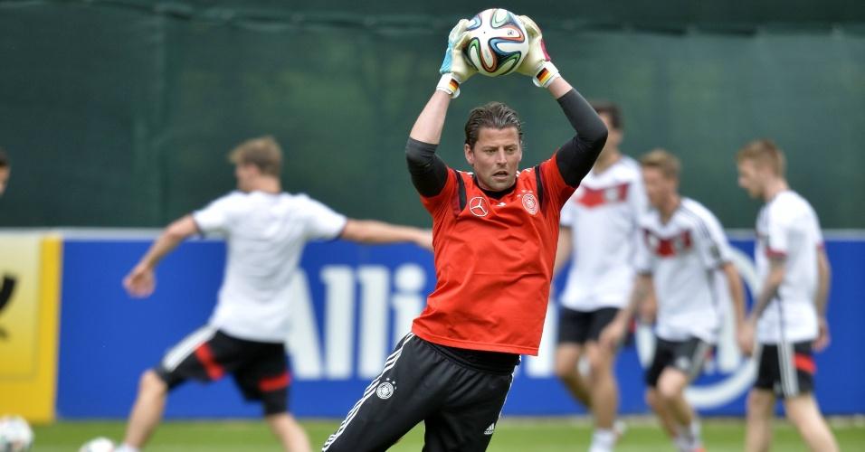 Goleiro da Alemanha, Roman Weidenfeller faz defesa em treino para a Copa do Mundo