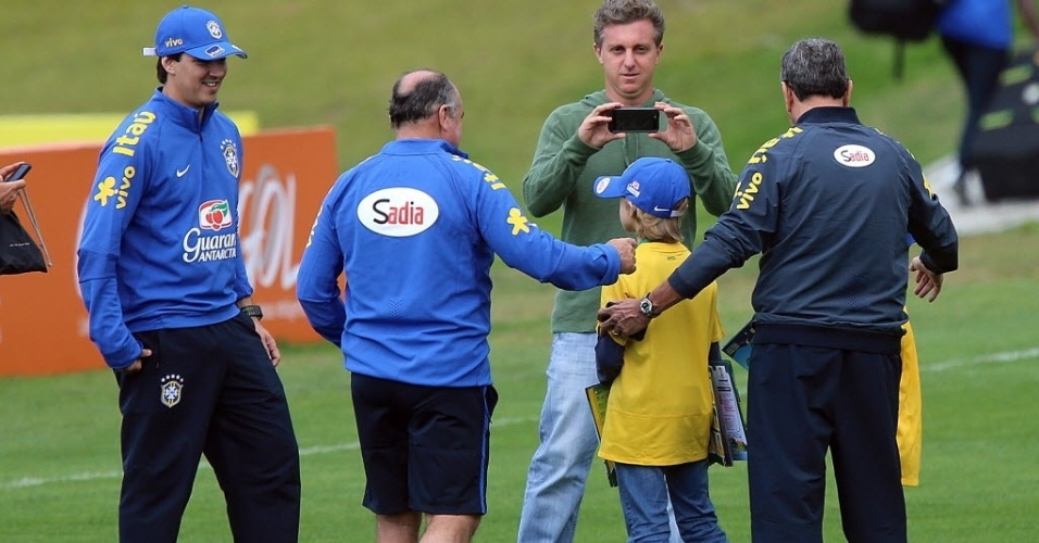 Luciano Huck vira tiete em foto do filho com Carlos Alberto Parreira