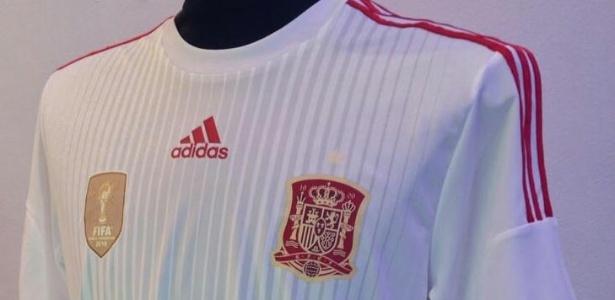 Nova camisa branca da Espanha, que será usada contra Holanda