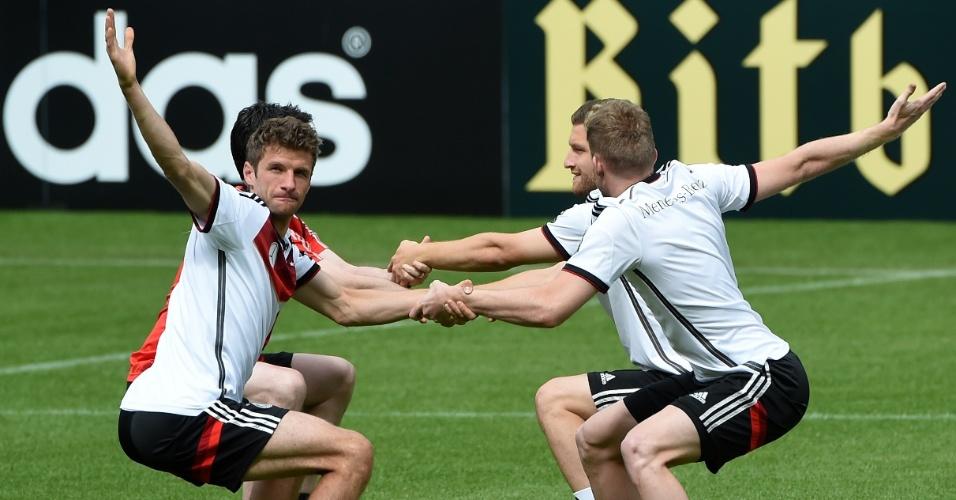 Thomas Muller participa de sessão de treinamento da seleção alemã em San Martino, Itália
