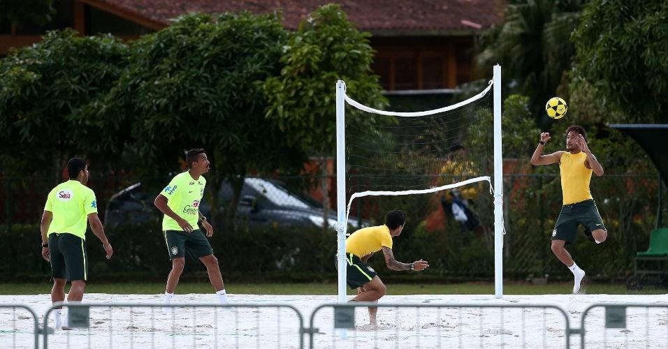 30.05.14 - Atletas jogam futevôlei pelo segundo dia seguido na Granja Comary