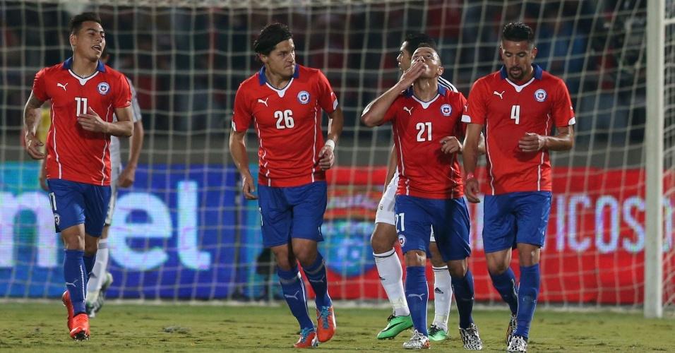 30.mai.2014 - Chile diminui o placar contra o Egito em Santiago com gol de Marcelo Díaz