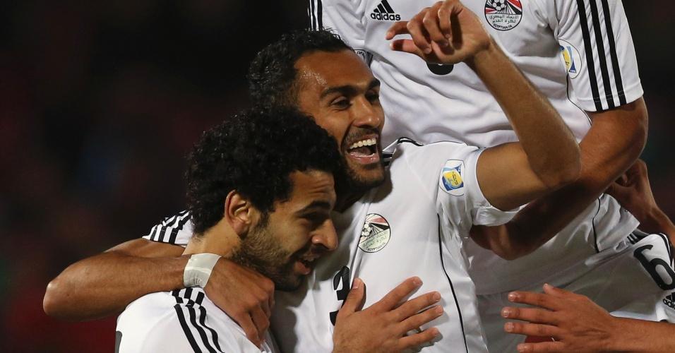 30.mai.2014 - Egito comemora primeiro gol, marcado por Salah, em amistoso contra o Chile