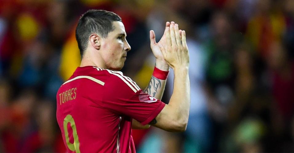 Fernando Torres comemora após marcar de pênalti pela Espanha contra a Bolívia