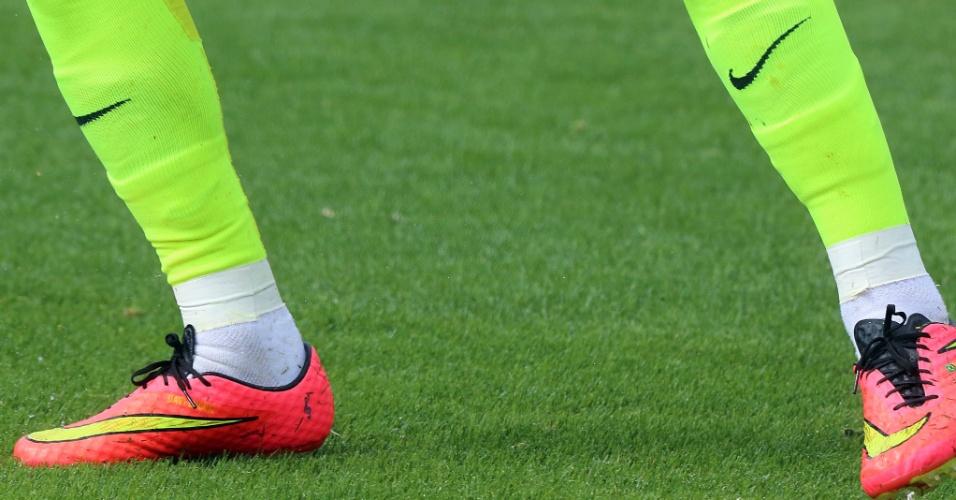 Jogadores levam para a seleção uma mania dos boleiros: cortam os pés dos meiões fornecidos pelas patrocinadoras para usarem uma meio comum que, segundo eles, dá mais estabilidade para jogar