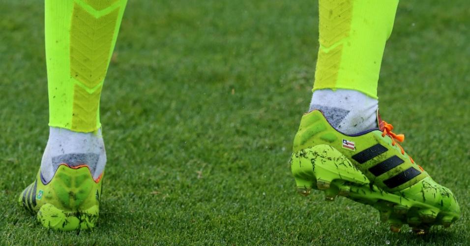 Mania de boleiro  Saiba por que os jogadores usam meiões cortados -  Notícias - UOL Copa do Mundo 2014 1467b6c31cb83