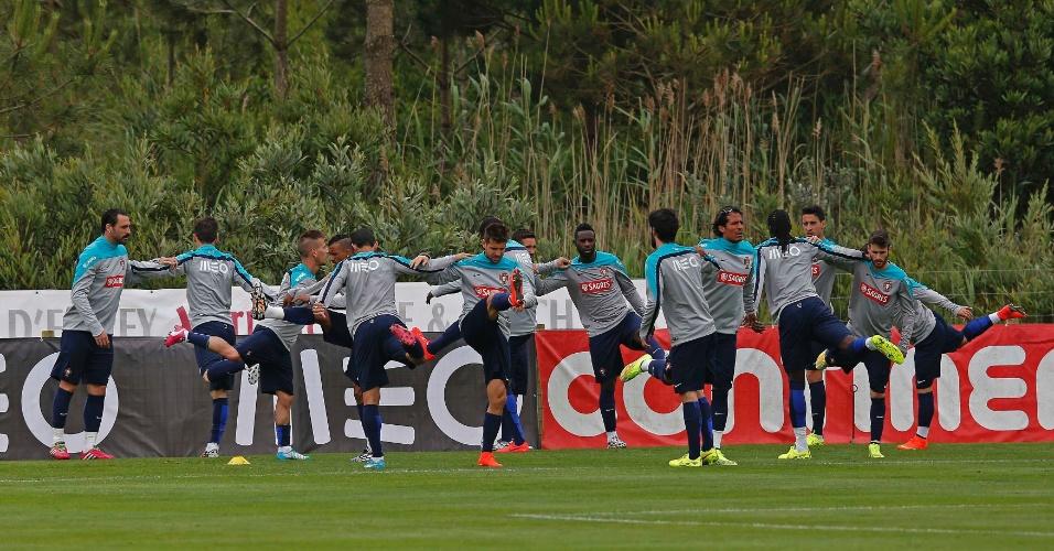 Jogadores portugueses fazem aquecimento antes de treino da seleção em Obidos