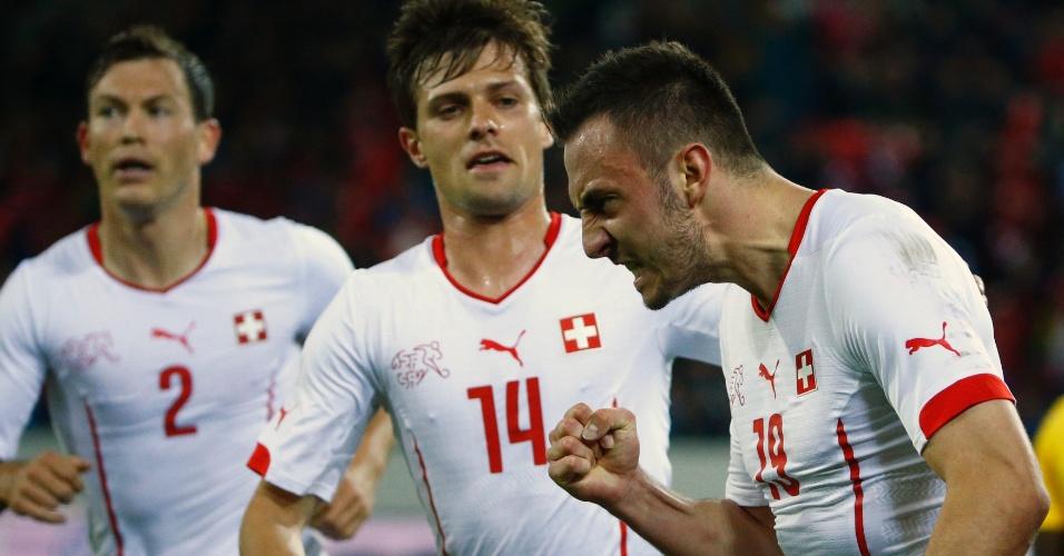 Josip Drmic comemora gol pela Suíça no amistoso contra a Jamaica