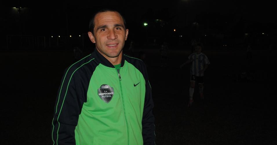 O técnico Diego Bianchini diz que os pequenos sabem tudo sobre futebol e chegam à escolinha cheios de sonhos