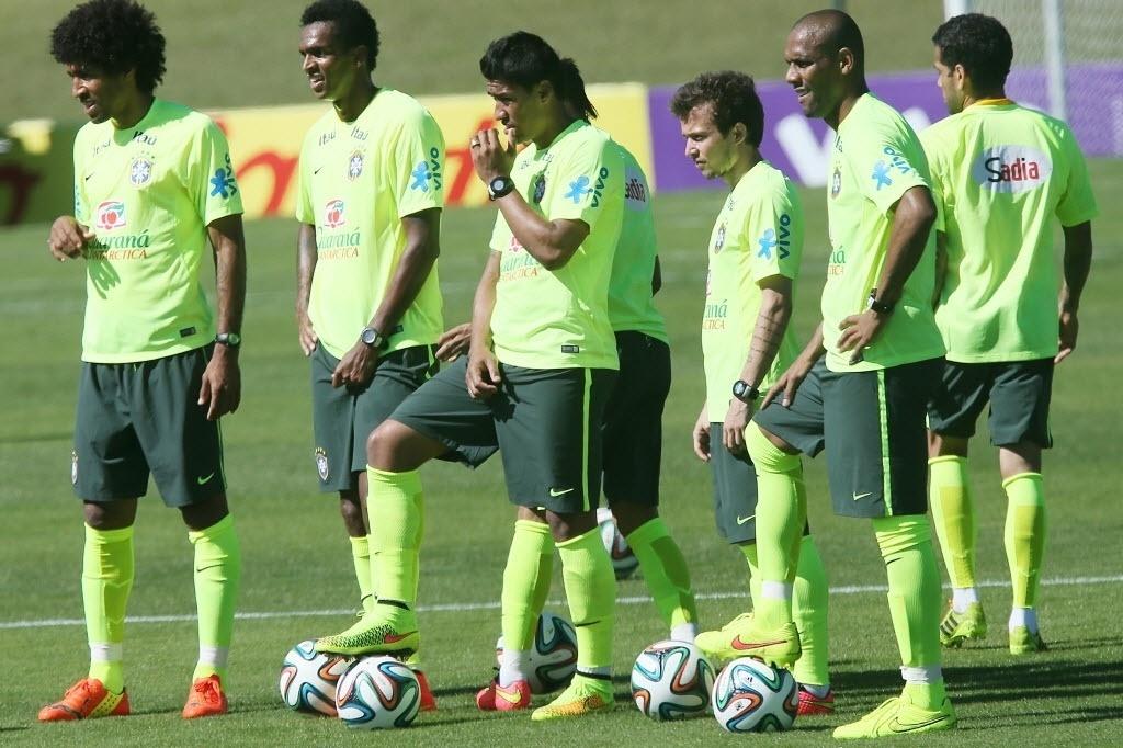 Seleção brasileira treina finalizações na atividade desta sexta
