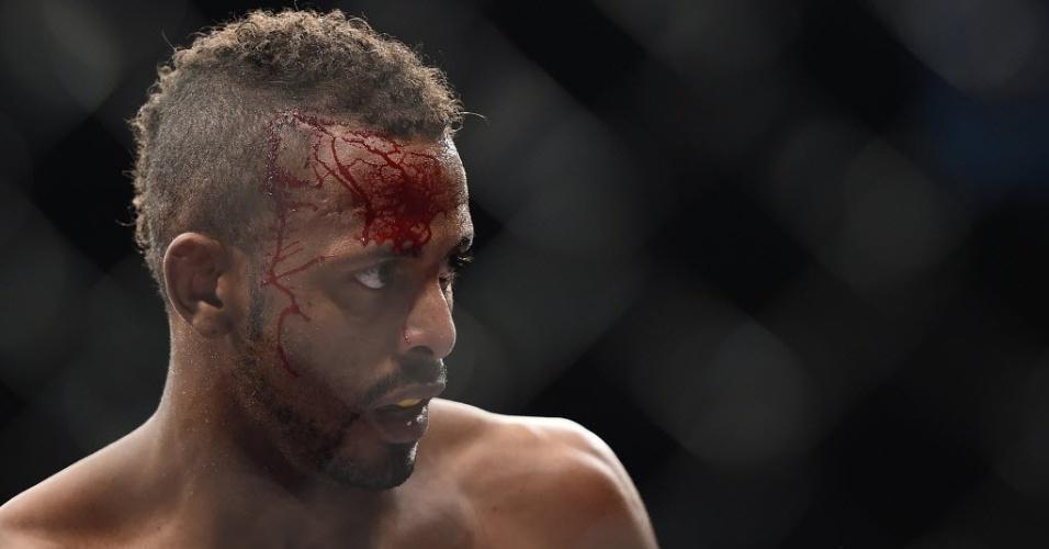31.mai.2014 - Brasileiro Kevin Souza apresenta sangramento na vitória sobre Mark Eddiva