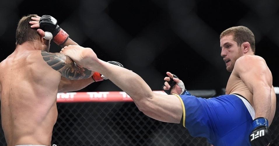 31.mai.2014 - Wagnão Gomes chuta Ricardo Demente, que se defende. Demente venceu a luta por finalização