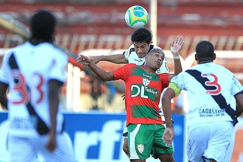 31.maio.2014 - Vasco e Portuguesa se enfrentaram em Volta Redonda pela nona rodada da Série B