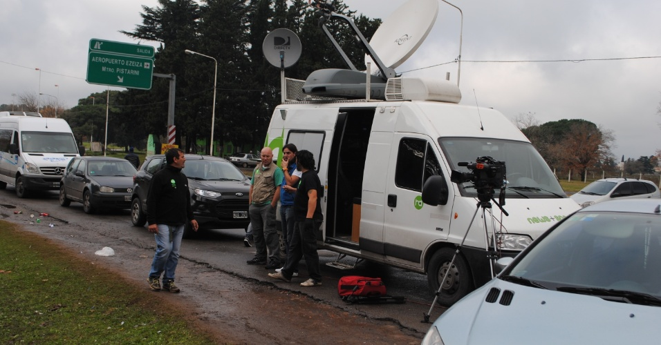 Centenas de jornalistas fazem fila para entrar no centro de treinamento da seleção argentina