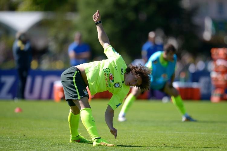 David Luiz faz alongamento: zagueiro deve jogar contra o Panamá, na próxima terça