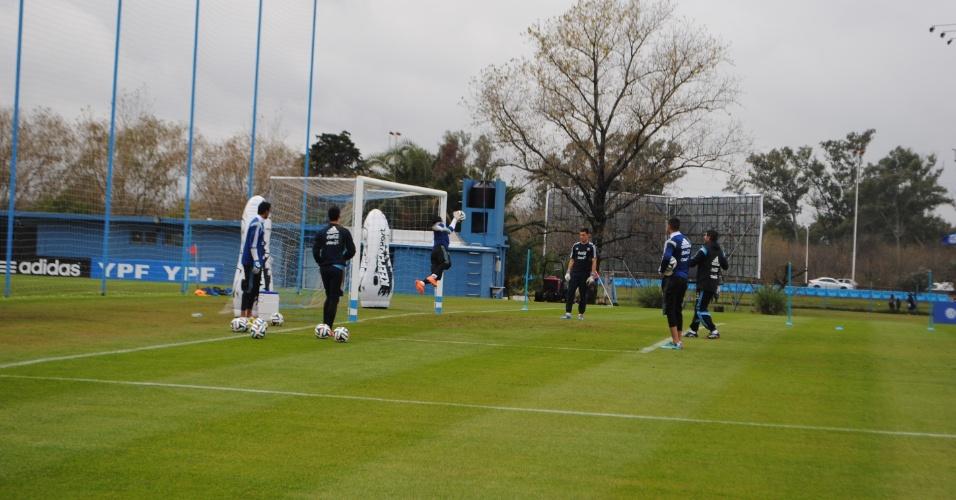 Defesa da seleção argentina treina em Ezeiza