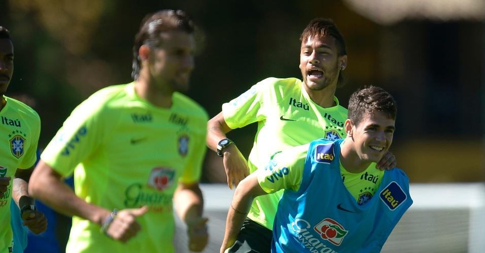 Neymar e Oscar participam do treino neste sábado (31/05/2014)