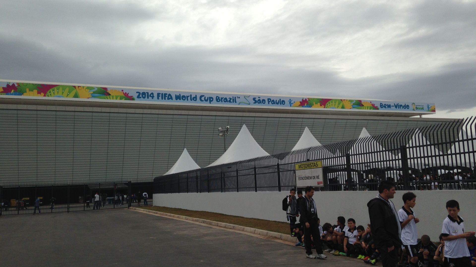 01. jun. 2014 - Banners da Fifa para a Copa já são vistos no Itaquerão