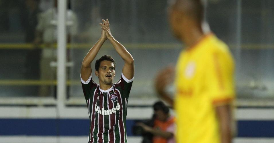 Jean comemora gol de empate do Fluminense contra o Internacional