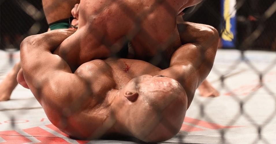 31.mai.2014 - Warlley Alves apaga Márcio Lyoto e vence o TUF Brail 3