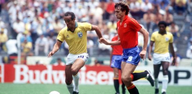 Elzo contra a Espanha; volante foi um dos melhores do Brasil na Copa