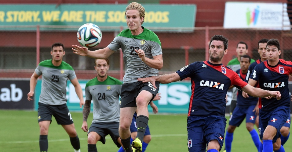 Seleção da Austrália disputa jogo-treino contra o Paraná Clube, em Cariacica