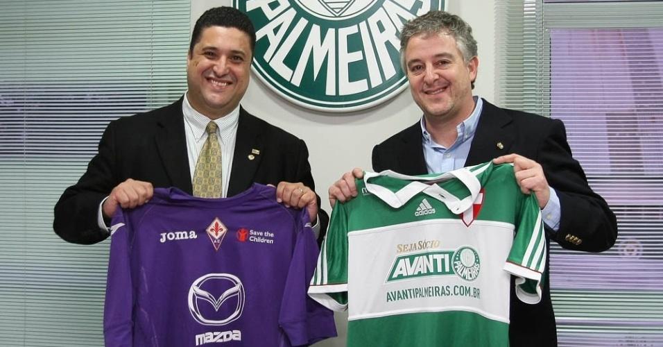 02-06-2014 - Paulo Nobre, presidente do Palmeiras, e Sandro Mesquita, representante da organização da Copa EuroAmericana