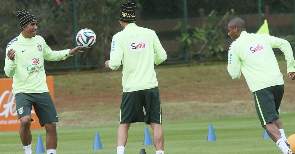 03.06.14 - Thiago Silva, Paulinho e Fernandinho treinam na Granja Comary