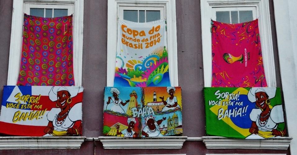 A Copa do Mundo é tema recorrente no comércio do Pelourinho, em Salvador