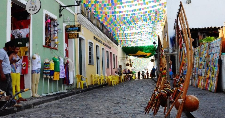 As ruas do Pelourinho, em Salvaldor, estão prontas para receber os turistas