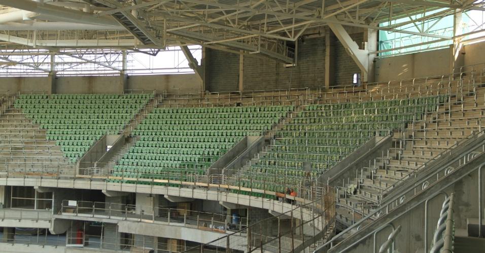 Cadeiras da Arena Palestra começam a ganhar segundo tom de verde nesta semana