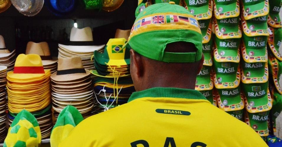 Comércio de Salvador está abastecido com produtos alusivos à Copa do Mundo