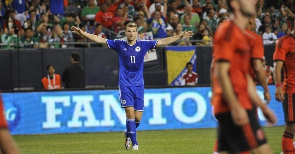 Edin Dzeko comemora gol da Bósnia contra o México