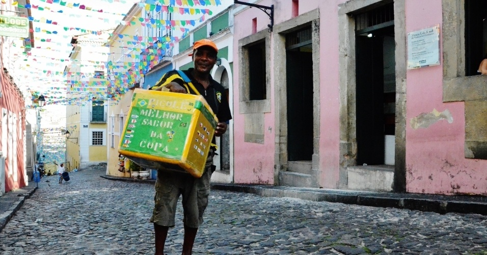 Edvaldo Nolasco Santana aposta em boas vendas de picolés durante a Copa