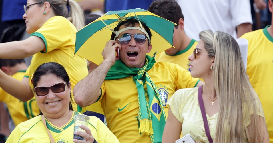 Felipão vê torcida encher estádio e diz que Brasil já está no clima da Copa b77e96bb1a38b