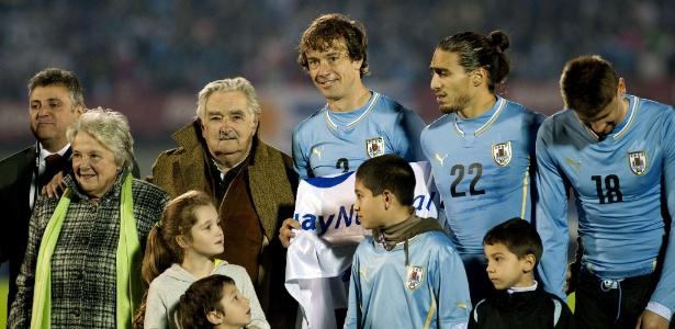 Presidente José Mujica comparece ao Estádio Centenário para amistoso entre Uruguai e Eslovênia