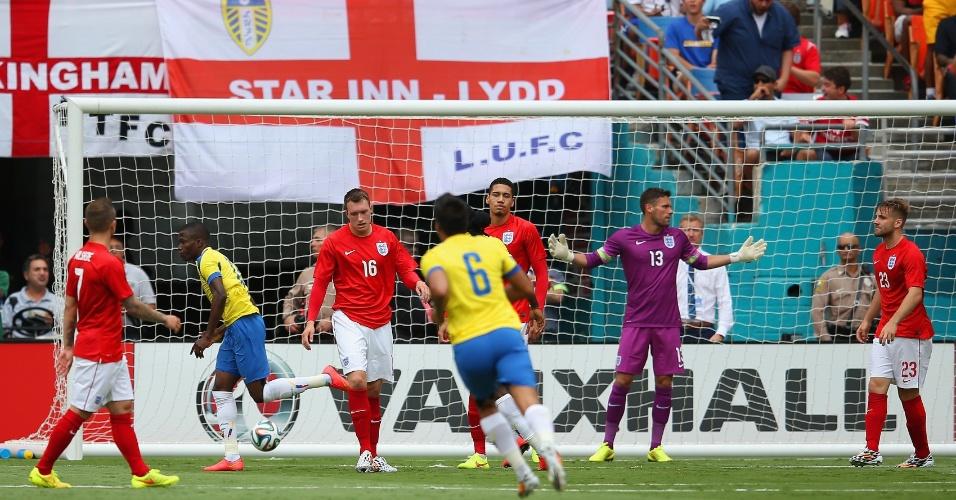 Enner Valencia, do Equador, celebra gol contra a Inglaterra, em amistoso no estádio Sun Life, em Miami