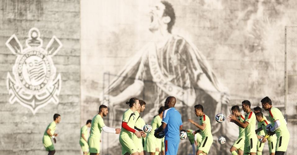 Equipe de Irã faz aquecimento em primeiro treino no CT Joaquim Grava, do Corinthians