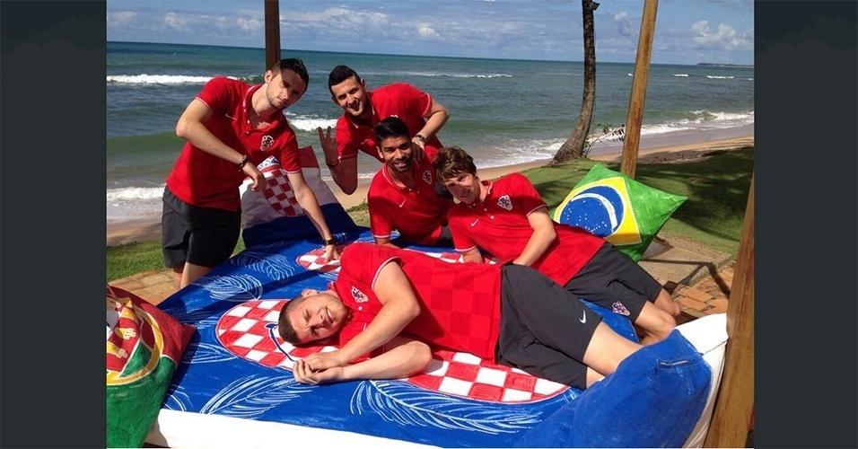 Jogadores da Croácia aproveitam a praia do litoral baiano a oito dias da estreia na Copa